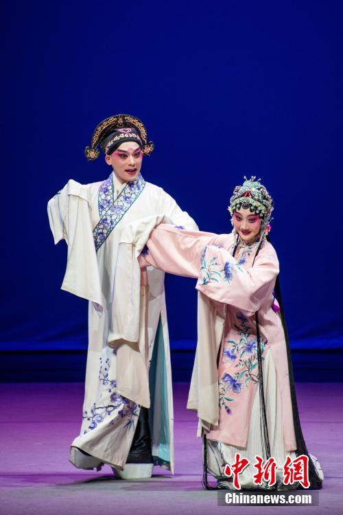 """""""梨园盛宴""""——昆剧《牡丹亭》在贵州遵义上演"""