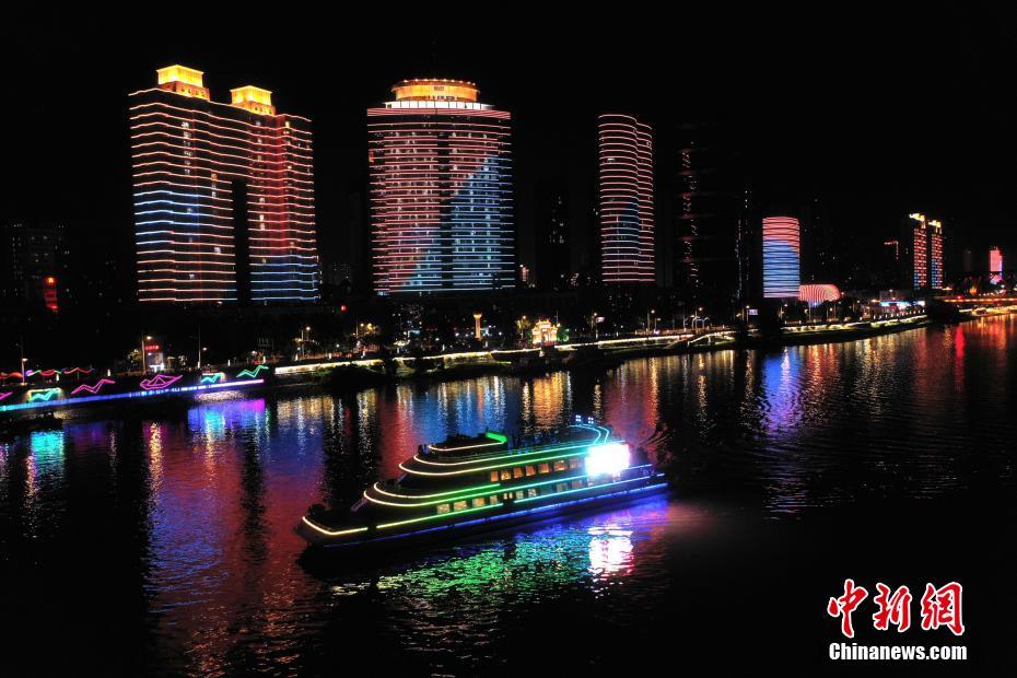 湖北襄阳:汉江水位回落 夜游复航